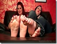 look-at-our-feet-while-you-jerk-off-3